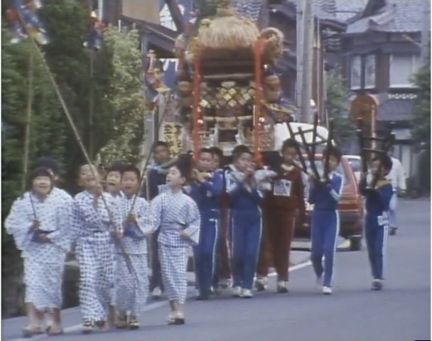 福井県立博物館ビデオライブラリー「遠敷のこども神輿」より