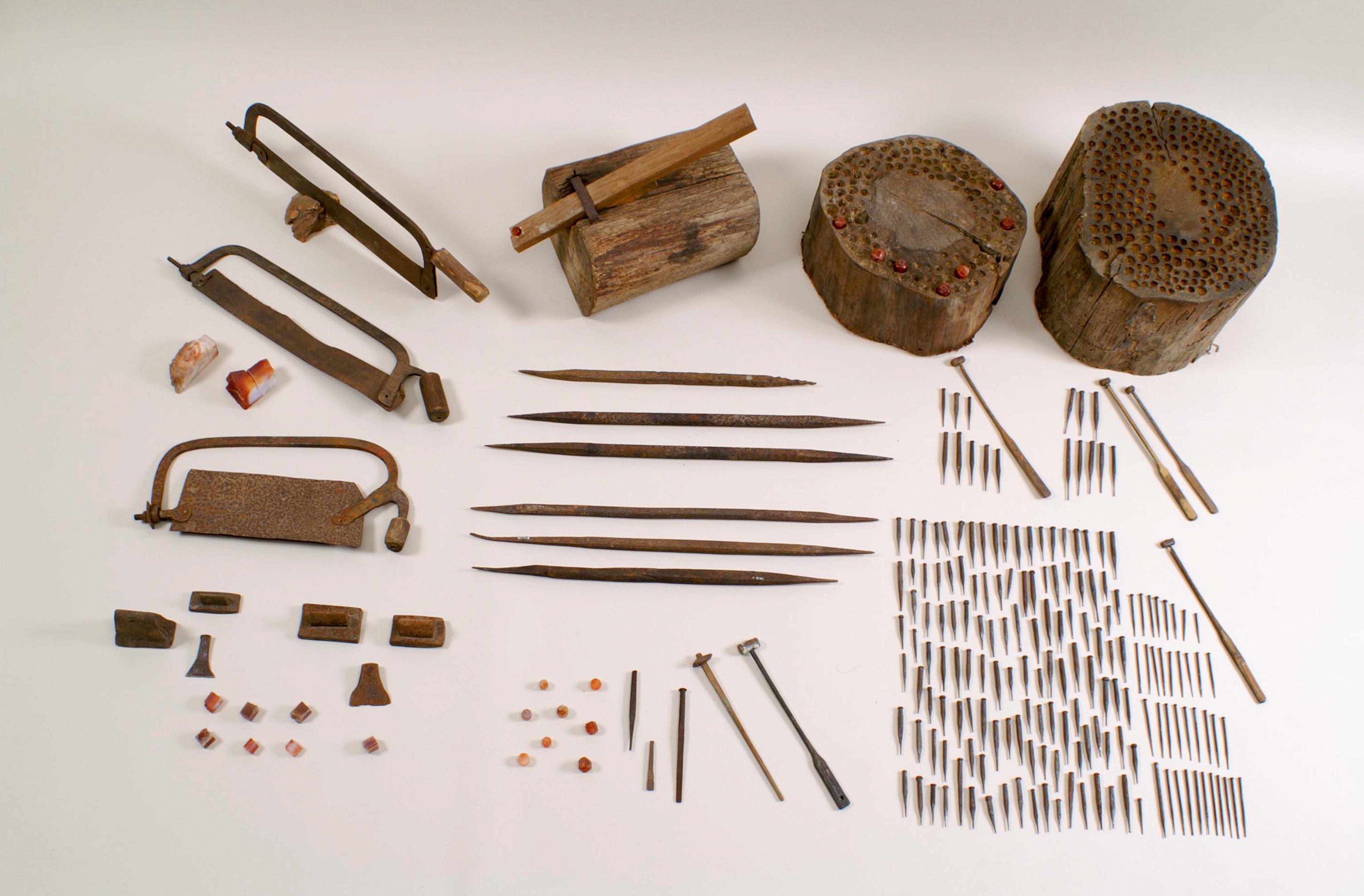 若狭めのうの玉磨用具(国登録有形民俗文化財、当館保管)