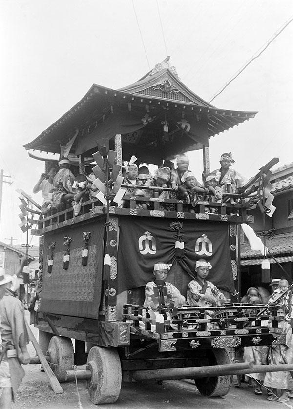 井田家所蔵古写真「放生祭 清滝区の山車」(大正~昭和初期)