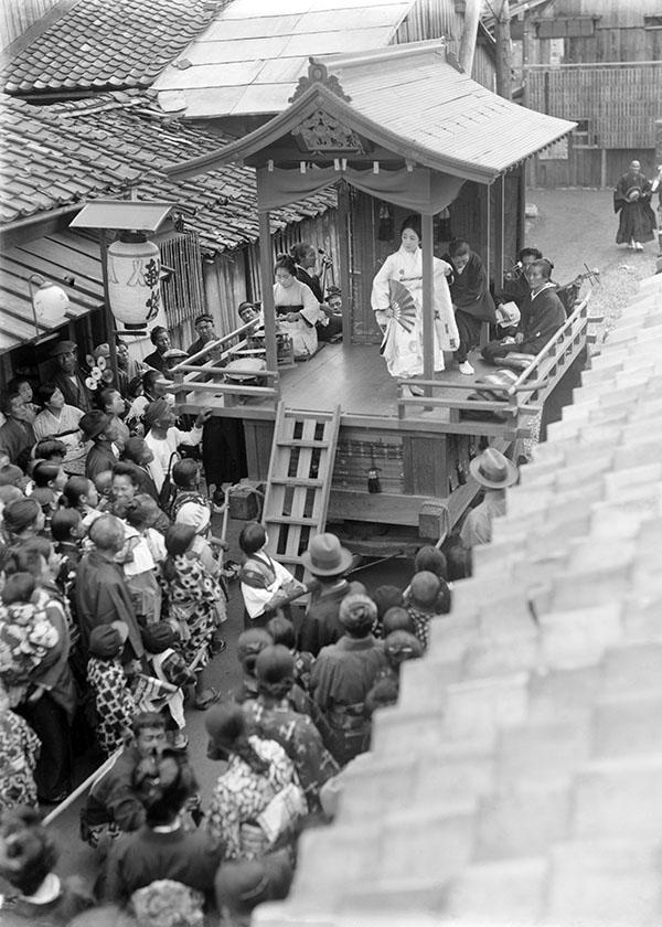 井田家所蔵古写真「放生祭 飛鳥区の山車」(大正~昭和初期)