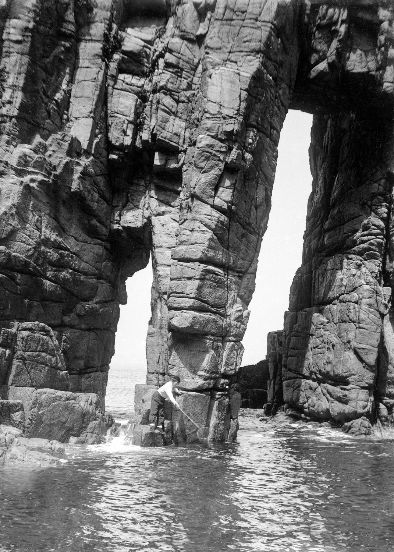 蘇洞門の大門と小門